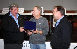 Serge Auzas s'est vu remettre sa médaille par Alain Delichiere, président du secteur d'Aubenas en présence d'Alain Chanéac, président de Labégude