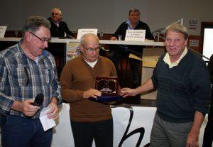 Paul Bonnet avec Guy Vallet, président de Satillieu a reçu sa médaille des mains d'Anthony Stanco CTSD de l'Ardèche