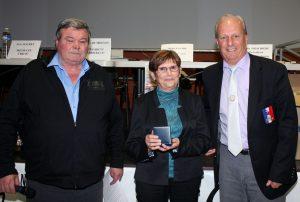 Odile Siciliano a reçu sa médaille des mains de Philippe Coquet, président de la FFSB en présence d'Alain Delichiere, président du secteur d'Aubenas