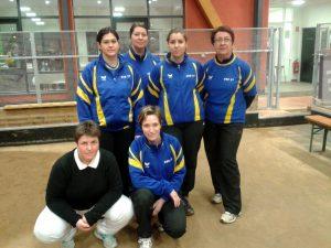 Aurore Goulard, Karine Faure, Elodie Bay et Claudine Peyrouse Accroupies : Sandra Chopard et Elodie Coste