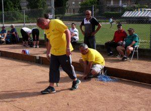 Les bénévoles n'ont pas hésité à retracer les jeux avant la finale.