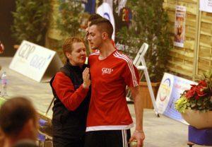 C'est bien parti, Isabelle Besson félicite son fils après son magnifique tir rapide