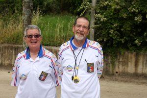 Les arbitres, Claudine Peyrouse et Jean-Marc Ozil officient avec le sourire