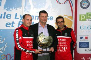 Eric Louat a remis le Trophée du Super 16 aux vainqueurs