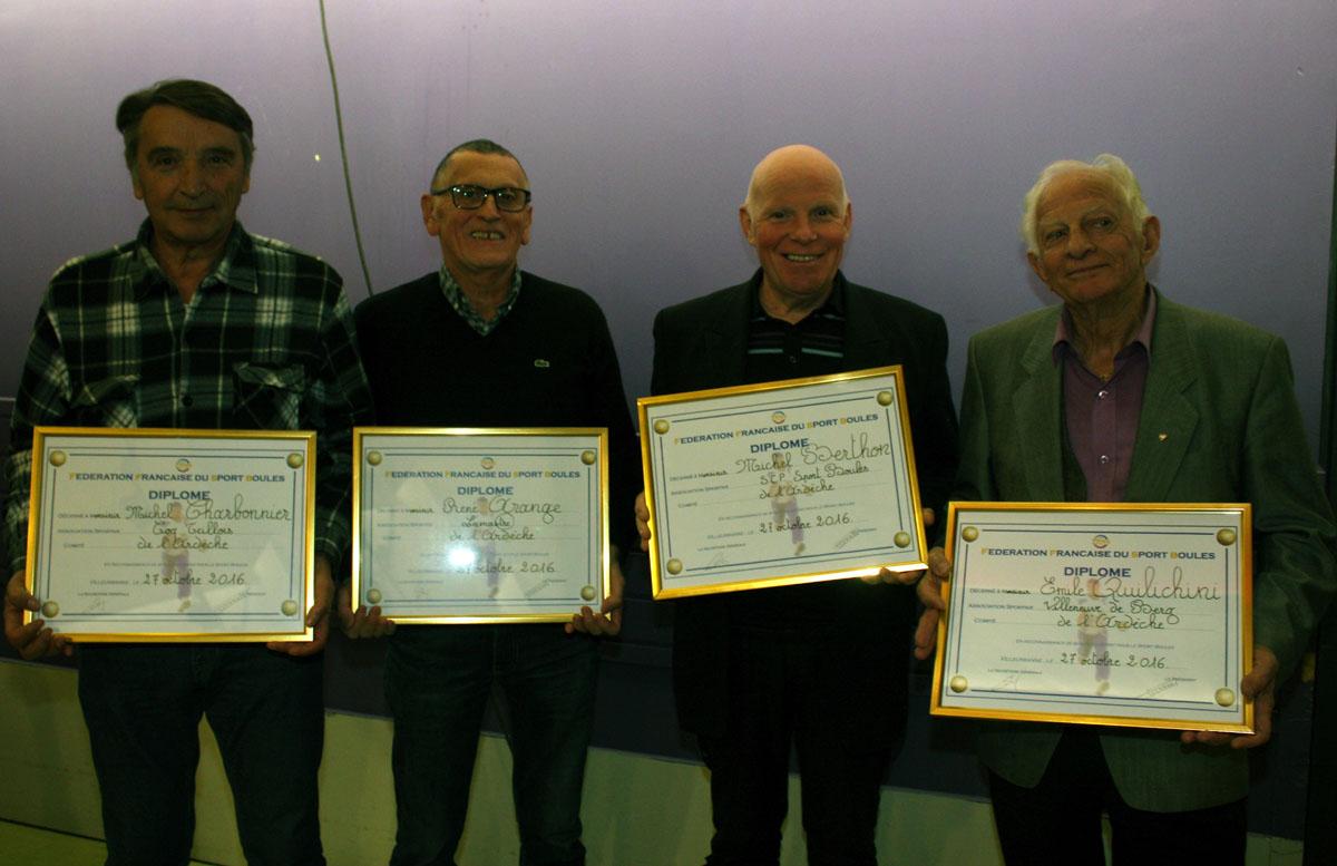 Les diplômes d'honneur de la FFSB remis lors du congrès