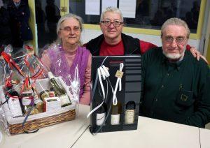 Claudine Peyrouse a remis les cadeaux à ses prédécesseurs, Nicole Ray et André Thomas